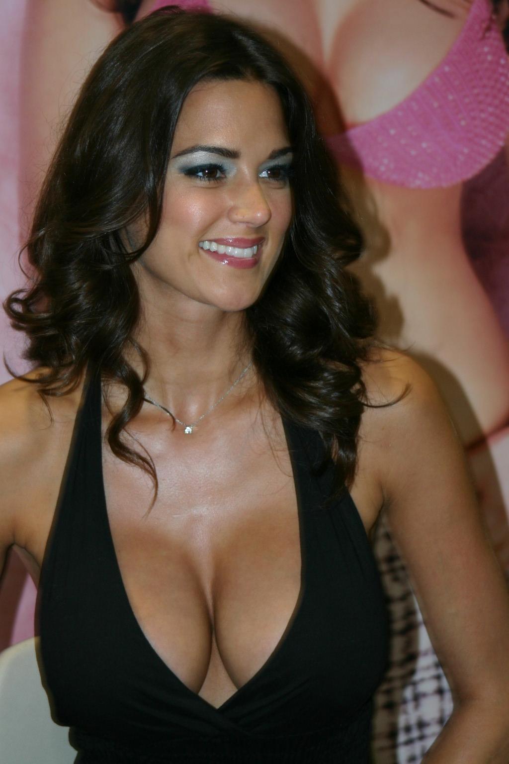 http://www.geekson.com/images/comic-con%202006%20pics/Playboy%20Playmate%20Tiffany%20Taylor.JPG